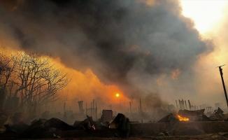 Hindistan'da Arakanlı Müslümanların kampında çıkan yangında 56 baraka yandı