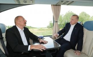 İlham Aliyev'den Cumhurbaşkanı Erdoğan'a sıcak karşılama