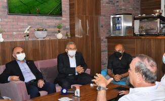 Vali Günaydın ve Başkan Büyükkılıç'tan, Irak A Milli Futbol Takımı'na ziyaret