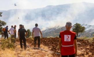 Türk Kızılay Tunceli'deki orman yangınlarına müdahale eden ekiplere destek veriyor