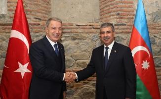 Milli Savunma Bakanı Akar, Azerbaycan Savunma Bakanı Hasanov ile bir araya geldi