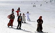 Erciyes Dağı'nda kayaklı defile