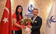 Başkan Ertürk, başarılı genç halterciyi kutladı