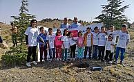 İlkokul öğrencileri 750 fidanı toprakla buluşturdu