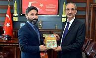 Ödüllü akademisyen Rektör Karakaya'yı ziyaret etti