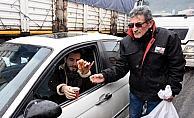 Soğuk havada sürücülere çay servisi