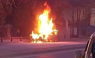 Başkentte seyir halindeki otomobil yandı