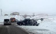 Sivas'ta kamyonetle çekici çarpıştı: 1 ölü, 3 yaralı