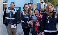 Evdeki çelik kasadan 400 bin lira çalan iki kadın tutuklandı