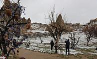 Kapadokya'da nisanda kar yağışı
