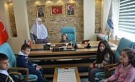 Mihalgazi Belediye Başkanı Akgün, makamını çocuklara bıraktı