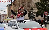 Şampiyon güreşçi Taha Akgül altınla ödüllendirildi