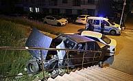 Ankara'da Freni tutmayan otomobil merdivenlerden düştü: 1 yaralı
