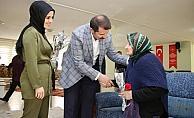 Sivas Valisi Ayhan'dan huzurevine ziyaret