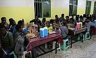 Somalili gençlerden 'Kardeşinle İftar Yap' projesi