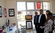 Suşehri'nde ebru ve resim sergisi açıldı
