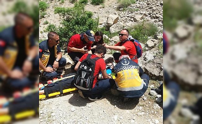 Ayağı kırılan dağcı kurtarıldı