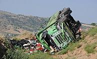 Bahşılı ilçesinde kamyon devrildi: 1 yaralı