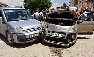 Kazada yaralanan çocuğu makam aracıyla hastaneye götürdü