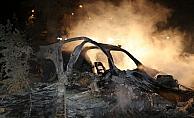 Refüje çıkan otomobil yandı: 2 ölü