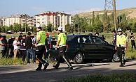 Sivas'ta otomobil yayalara çarptı: 1 ölü, 1 yaralı