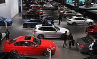 Lüks otomobil satışları gaz kesti