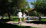 Yabancı gençler Nevşehir'de parkları temizledi