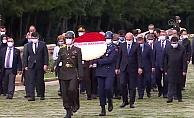 İçişleri Bakanı Soylu, Muhtarlar Günü dolayısıyla Anıtkabir'e çelenk sunma programına katıldı