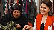 Köy çocuklarının bayram kıyafetleri Suriyeli kadınlardan